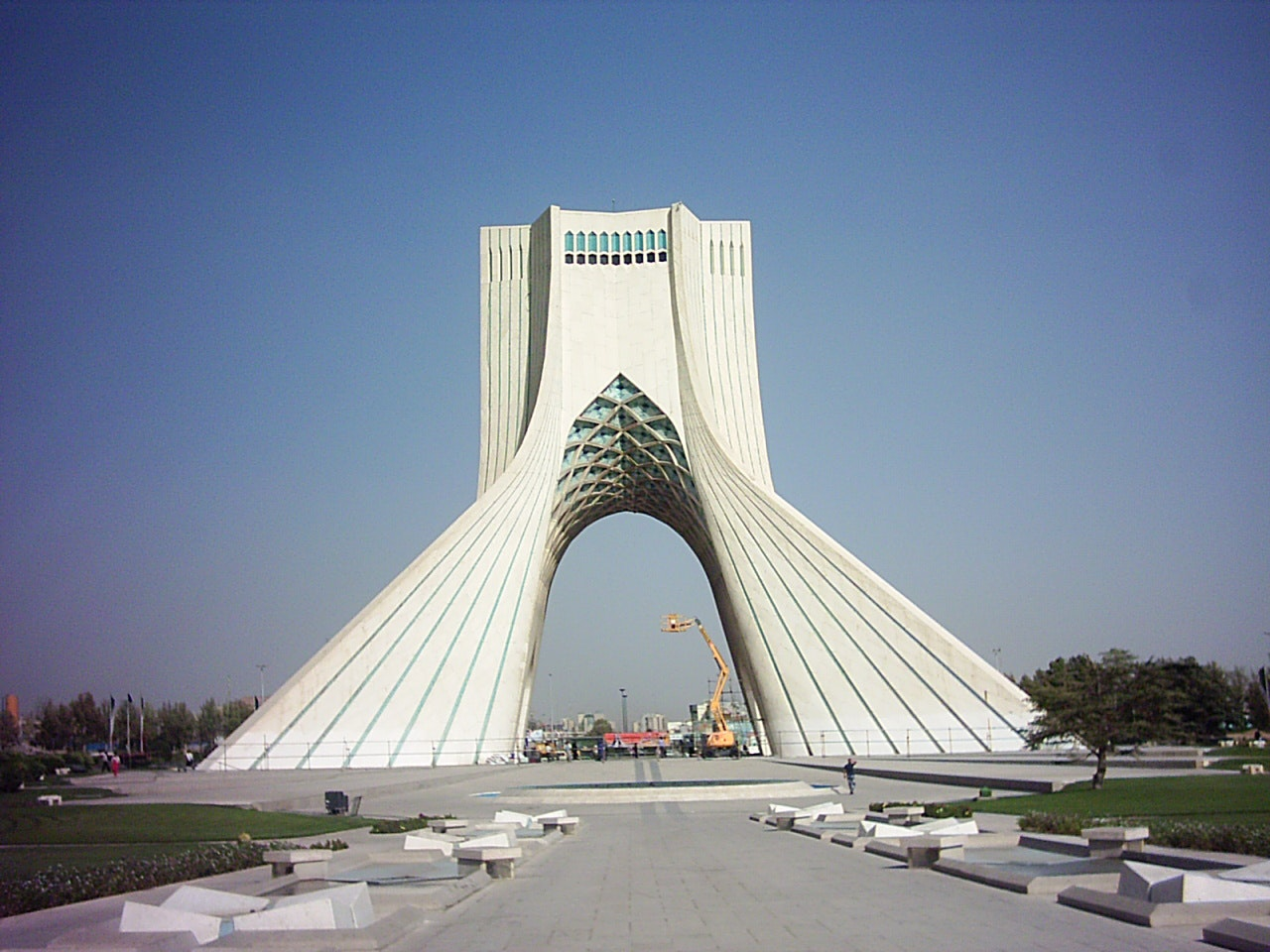 Hossein Amanat, the architect of Tehran\u0027s iconic Azadi Tower ...