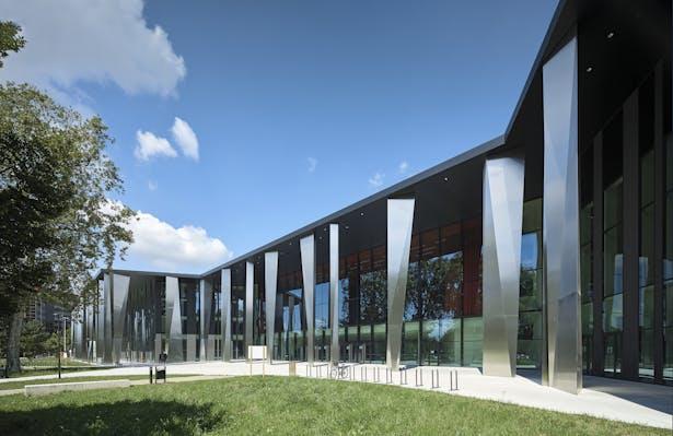 Palais de la Musique et des Congrès (PMC) Strasbourg – Stainless steel arcades