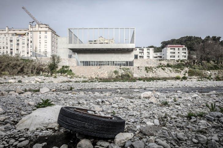 Gymnasium Fustal Ariane. Design by CAB Architects. Photo courtesy of Aldo Amoretti.