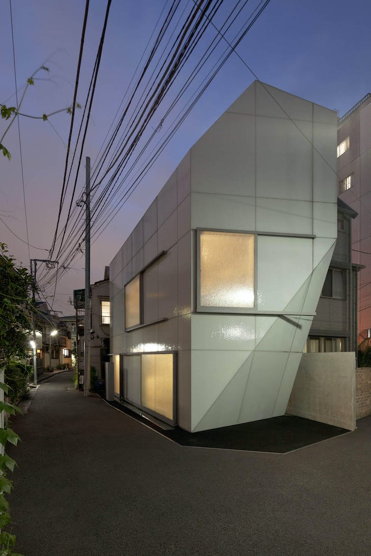 A' House in its Nishi-Azabu, Tokyo neighborhood. © Jan Bitter, courtesy of Wiel Arets Architects (WAA)