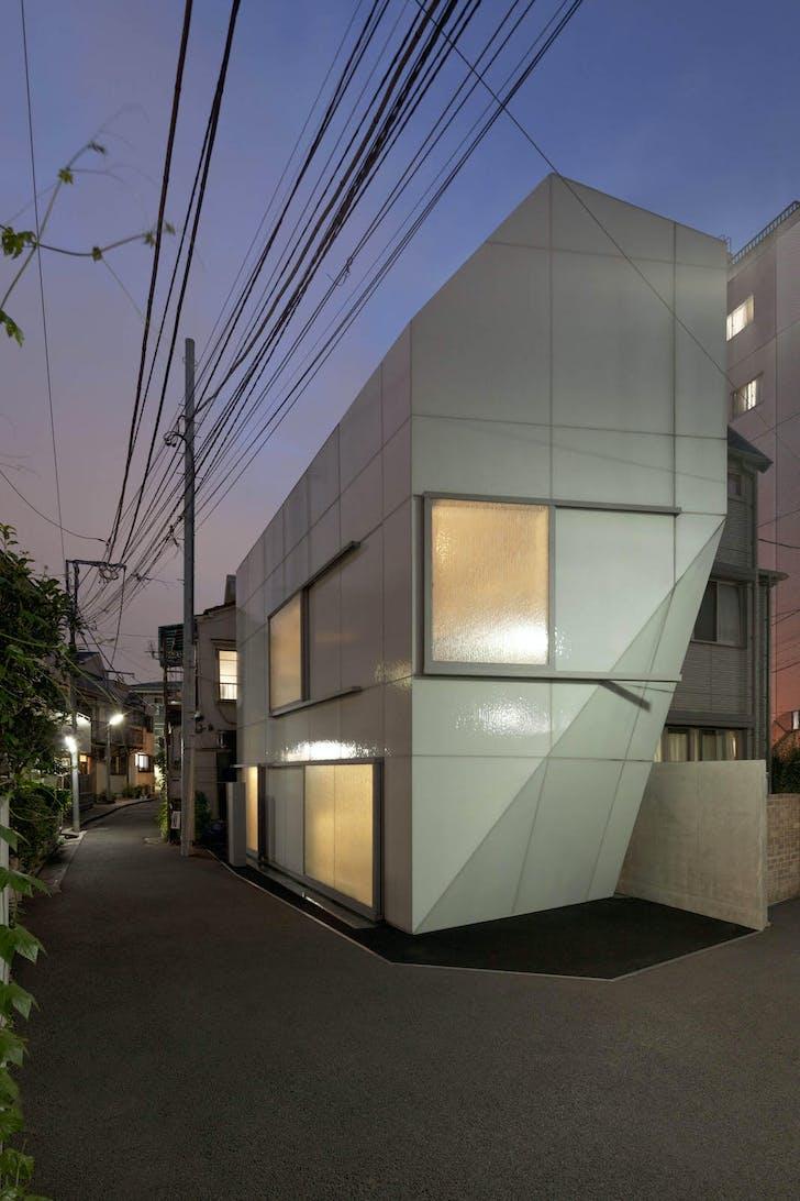 A' House in its Nishi-Azabu, Tokyo neighborhood. © Jan Bitter, courtesy of Wiel Arets Architects (WAA)