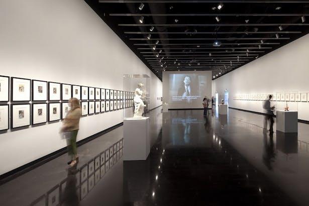 Dali Museum Temporary Gallery - by: Moris Moreno