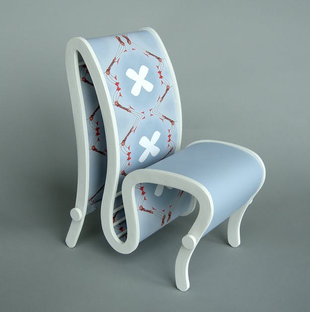 The gray chair transforming into a patterned chair.