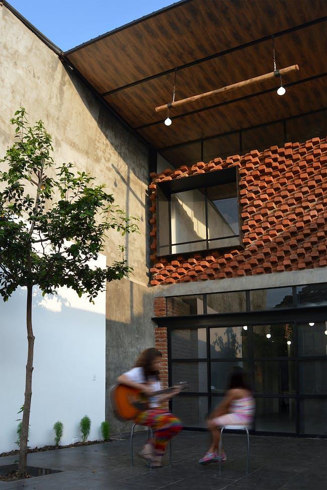 El Tallercito in Babahoyo, Ecuador by Natura Futura Arquitectura; Photo: Jose Fernando Gomez