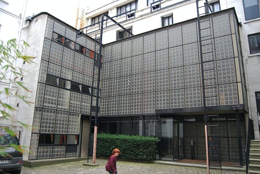 The Maison de Verre in Paris. Image via wikimedia.org