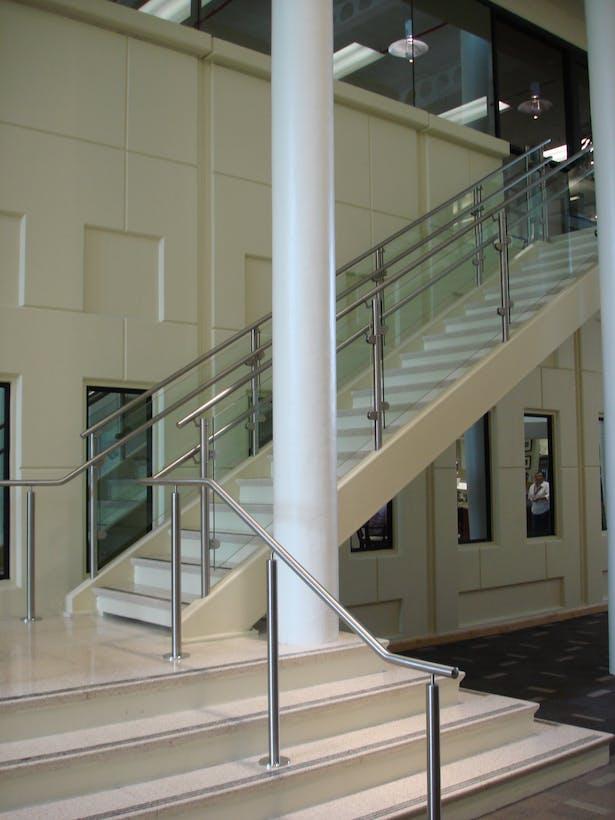 Atrium connecting both buildings