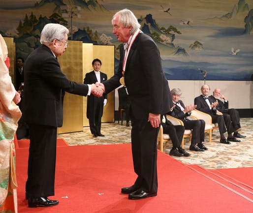 Steven Holl receives medal from Prince Hitachi. Photo (c) The Japan Art Association/The Sankei Shimbun.