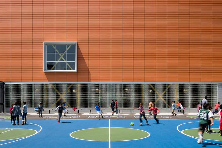 Parkside Community Complex. Michael Fieldman Architects and Rawlings Architects. © Alexander Severin