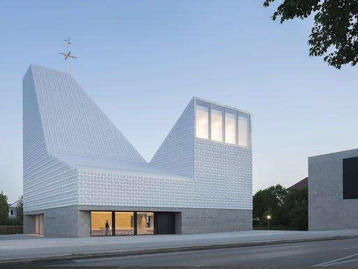 meck architekten - Church centre Seliger Pater Rupert Mayer. Poing, Munich. Photo: Florian Holzherr.