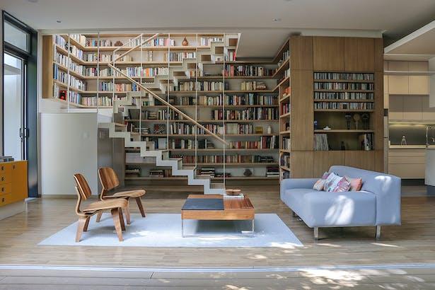 Libray Living room and Stairs / Casa Nirau