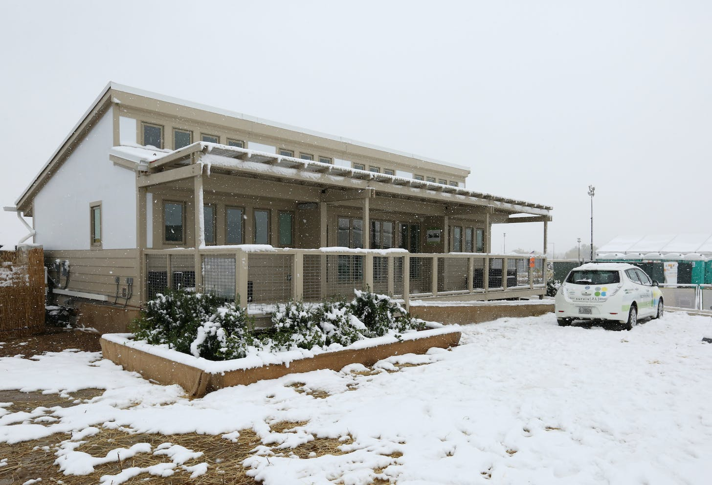 us department of energy solar decathlon 2017 university of alabama at birmingham survival competition house blanketed in the events first ever snowfall - Us Home Designs