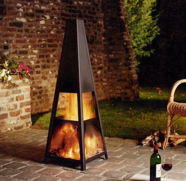 Bloch Design outdoor fireplace