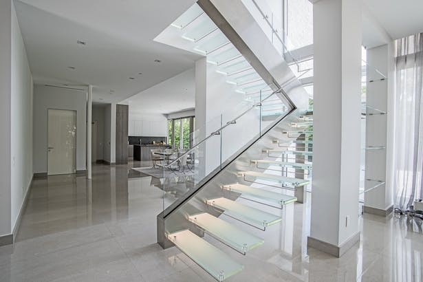 Complementing Elements Of Brushed Stainless Steel Surround The Starphire Gl Railings