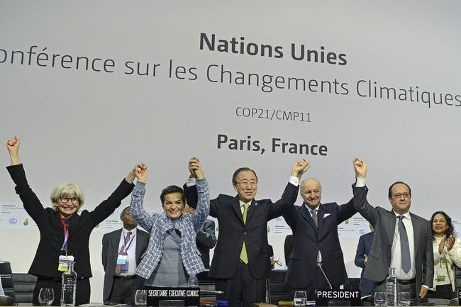 COP21 leaders –from left to right, Laurence Tubiana, Christiana Figueres, Ban Ki Moon, Laurent Fabius, and François Hollande – celebrate after the agreement is announced. Credit: UN Climate Change / Flickr