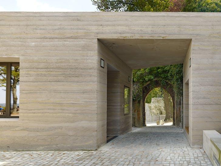 Newly defined gateway seen from the bailey. © Stefan Müller