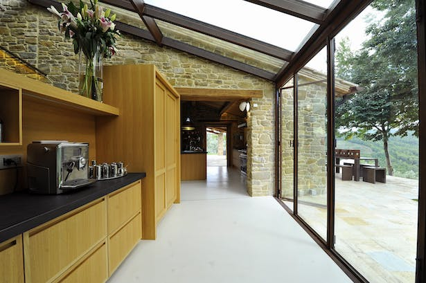 Link between dining and kitchen.