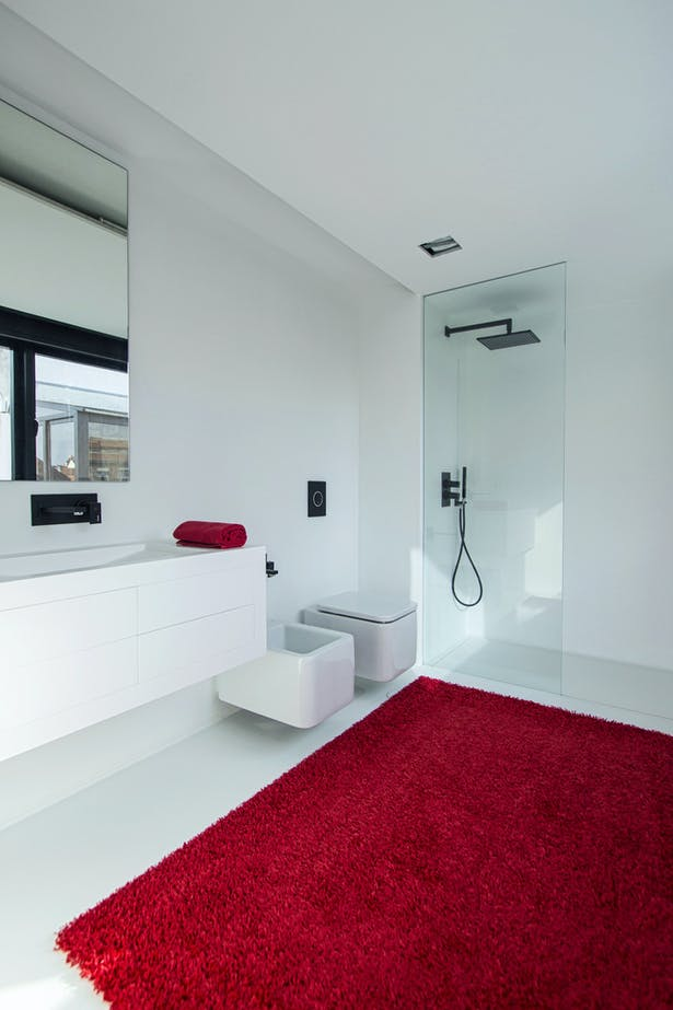auxiliary bedroom bathroom (Cabinet, wash basin and shower tray made in Corian®)