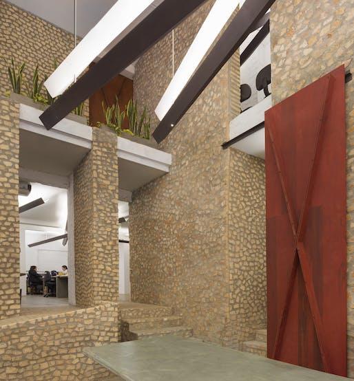 Banco BASA/Gabinete de Arquitectura. Image © Federico Cairoli.