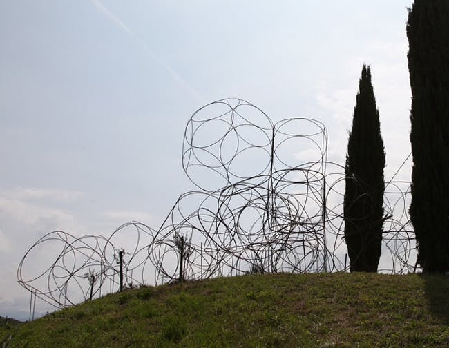 Yona Friedman: Space Chain construction at the Vigne Museum, Livio Felluga winery, Italy, 2014; Photo by Jean Baptiste Decavele