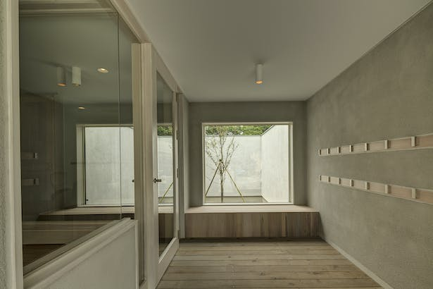 Orandajima House entrance with interior courtyard
