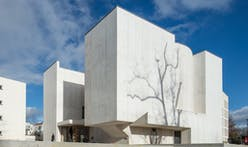 Portuguese architect Álvaro Siza Vieira realizes white concrete church in France