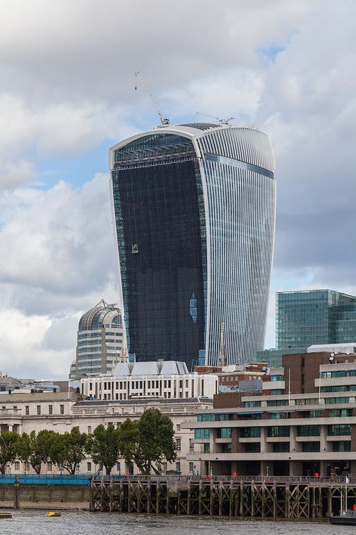 "The bad boy of architecture strikes again: London's 20 Fenchurch Street skyscraper, better known as the Walkie Talkie, received complaints about strong ""downdraught effect"" winds. (Photo: Diego Delso/Wikimedia Commons)"