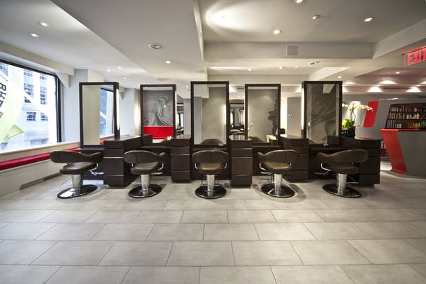 By floating the over 20 styling stations, the salon maintains an social yet private atmosphere.