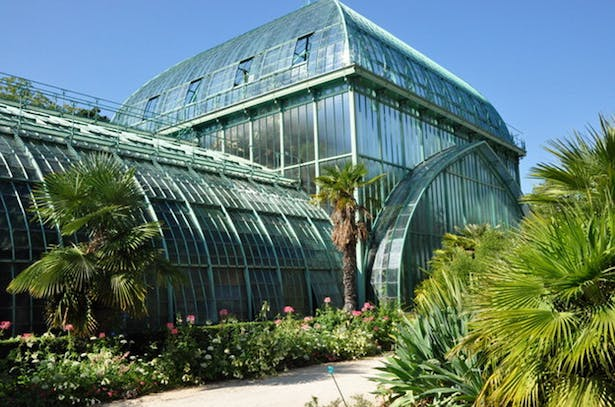 View of the surrounding building (Auteuil's greenhouses)