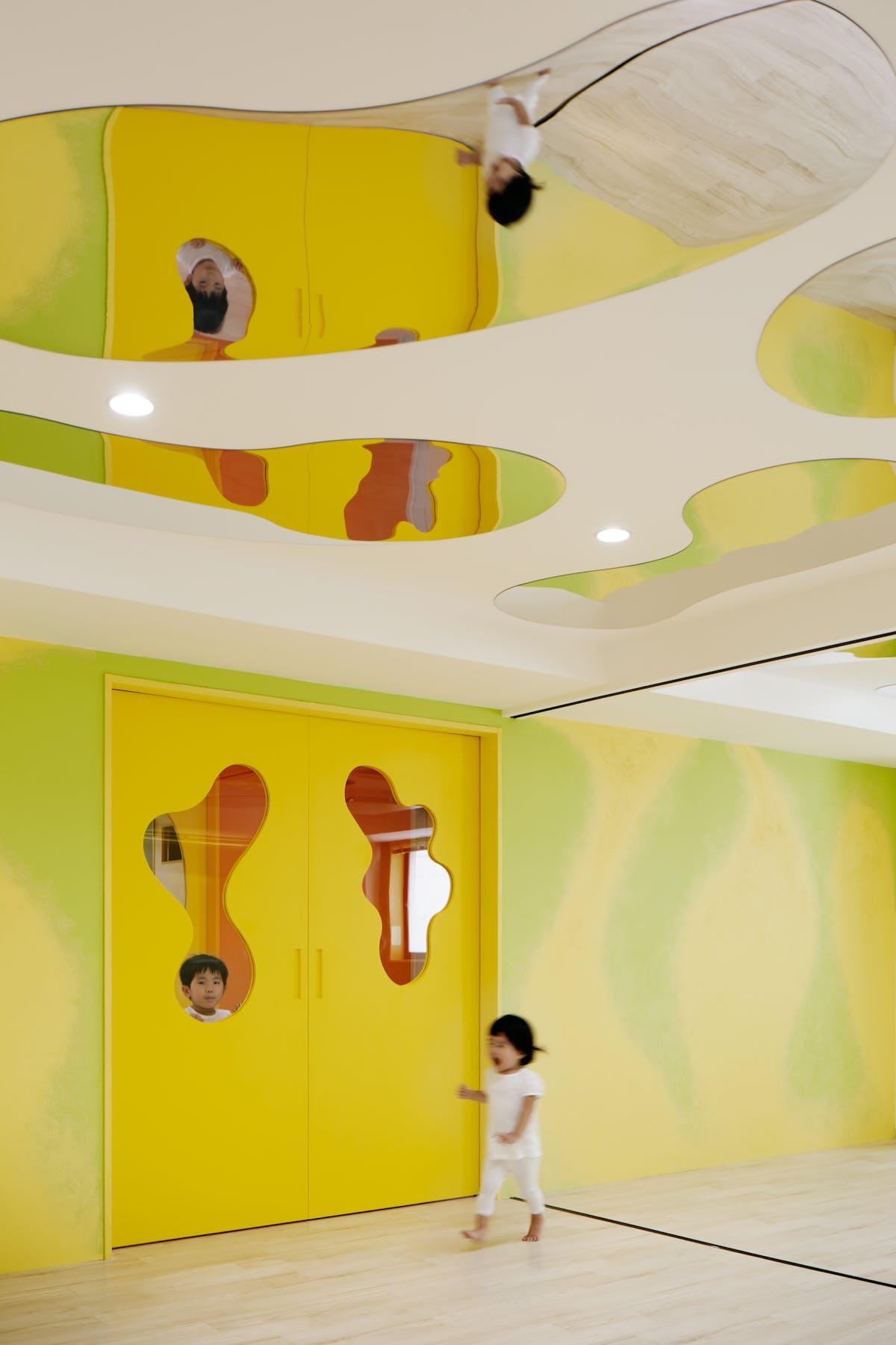 Kinder Garden: MORIYUKI OCHIAI ARCHITECTS