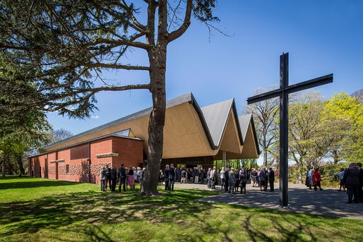 JOHN SCOTT AWARD for Public Architecture: Architectus in Christchurch for the St Andrew's College Centennial, Chapel Te Kāreti o Hāto Ānaru Te Kotahi Rau Tau o te Whare Karakia. Photo: Simon Devitt, Sarah Rowlands.