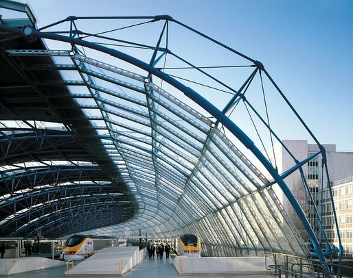 International Terminal at Waterloo by Nicholas Grimshaw. Photo by Jo Reid and John Peck.
