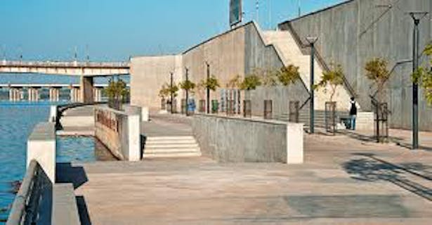 Access to the lower promenade
