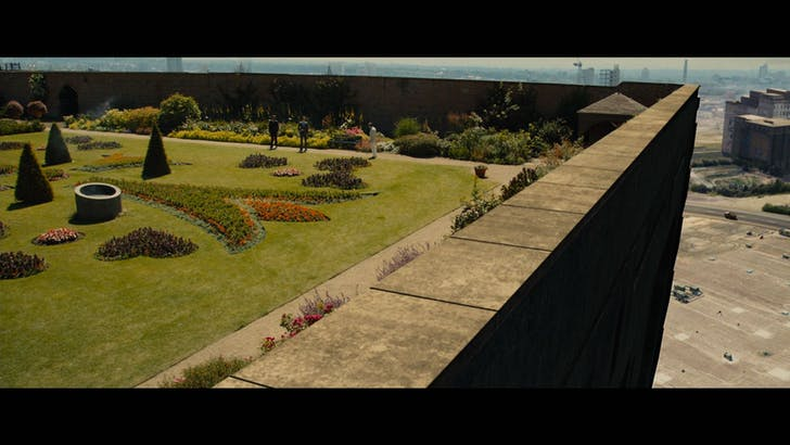 Screenshot of the High-Rise's roof and adjoining parking lot.