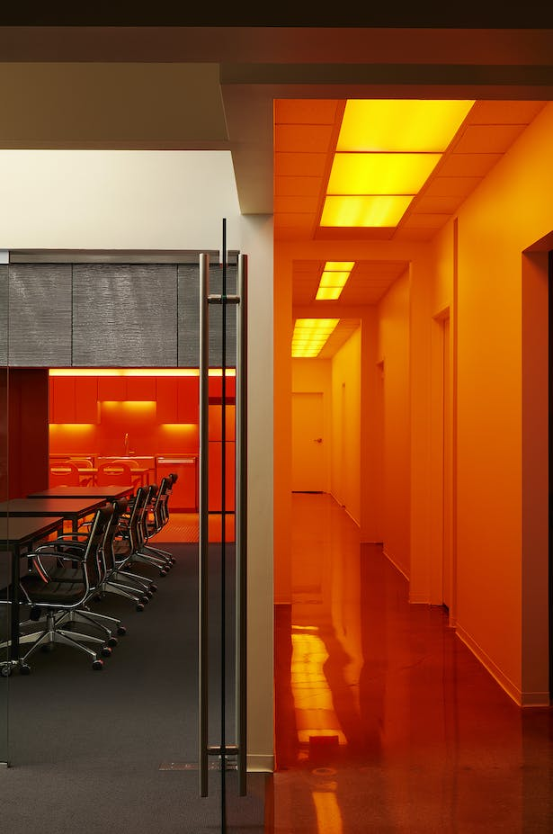 The entry corridor provides an experience on the way to the training space.