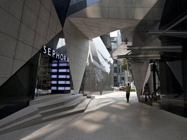 Pedestrian view walking through Sephora and Starhill Gallery