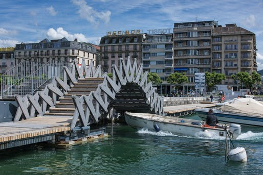 Jet d'Eau mobile walkway, Geneva, Switzerland by INGENI SA. Photo: Gabriele Guscetti Etienne.