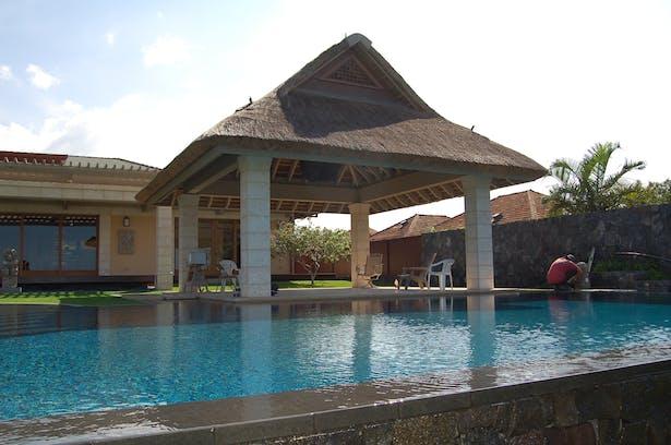 Pool and 'Lanai'