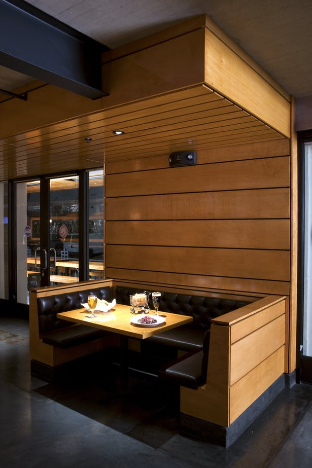 In order to achieve an intimate setting, the architects at (fer) studio designed lowered soffits composed of an open wood ceiling system with recessed lighting over the dining tables, and concealed acoustic insulation to help reduce ambient noise.