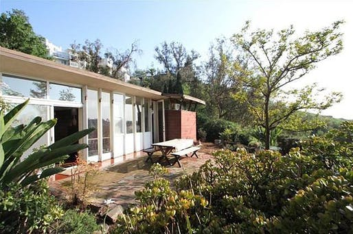 "Photo of the neglected structure before it hit the market again in 2014 and was eventually sold to Trina Turk for an expansive restoration project. Image via <a href=""https://la.curbed.com/2014/5/8/10102160/lost-echo-park-lautner-unearthed-and-coming-up-for-sale"" target=""_blank"">Curbed LA</a>."