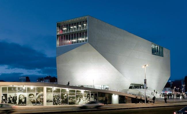 Casa da Música, 1999-2005, Porto (Portugal) © Duccio Malagamba