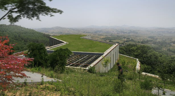 The green roof give a continuous feeling between the hill and the building