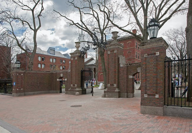 The U-shaped entry consists of a central carriage gate flanked