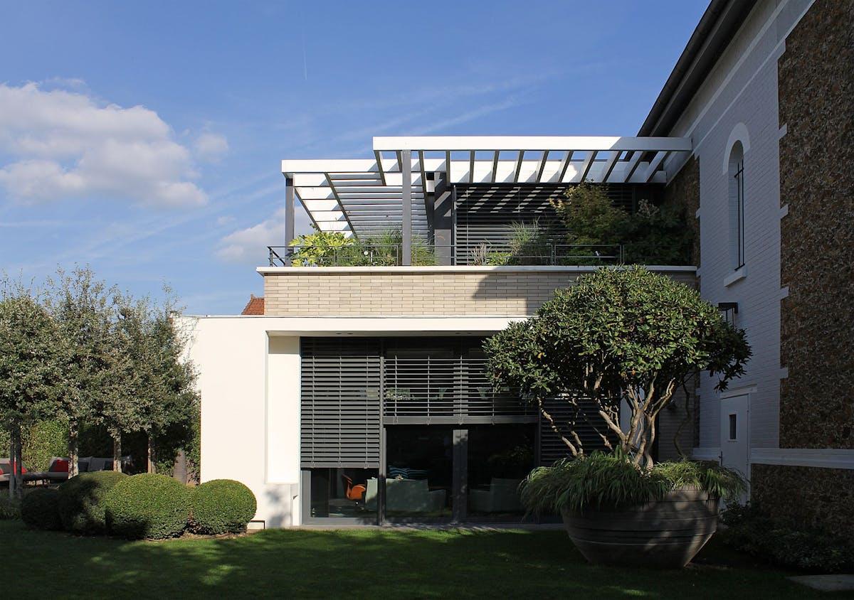 Atelier D Architecture Alexandre Dreyssé modern extension of an old house near paris | atelier