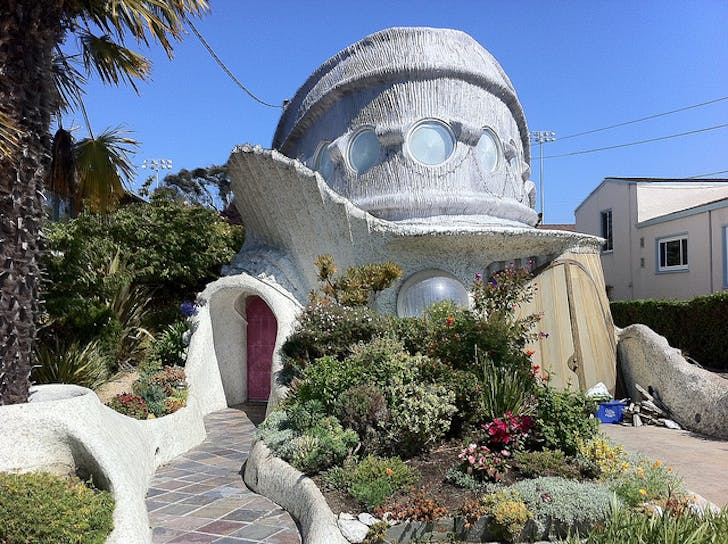 Ojo Del Sol (aka the Tardigrade House) exterior shot, image via flickr.