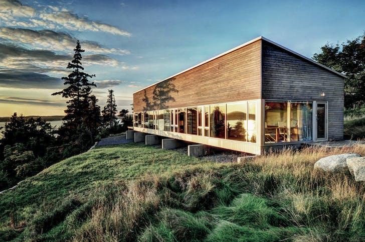 Lean-to House, Blind Bay, Nova Scotia, 2010-2013 / Photograph: William Green