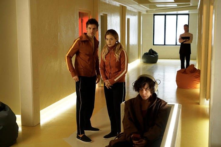 Dan Stevens as David Haller, Rachel Keller as Syd Barrett, Aubrey Plaza as Lenny 'Cornflakes' Busker at Clockworks Psychiatric Hospital in 'Chapter 1.'