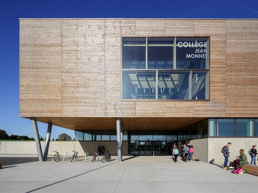 HONOR: Collège Jean Monnet Broons, Broons, Bretagne, France, Dietrich | Untertrifaller Architekten and Colas Durand Architectes. Courtesy of the 2017 Wood Design & Building Awards.
