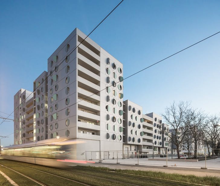 Swing Rive Gauche housing block by Manuelle Gautrand Architecture, located in Toulouse, France. Photo: Luc Boegly.