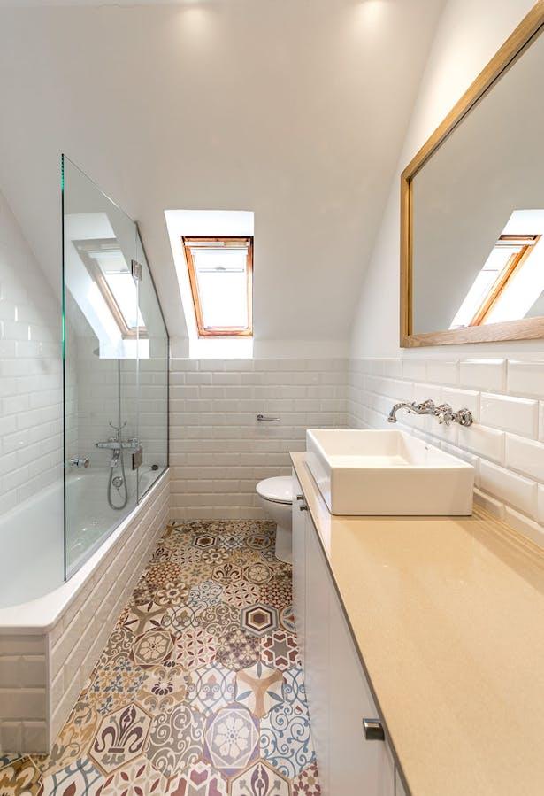 Bath - Tiana House by 08023 Architects