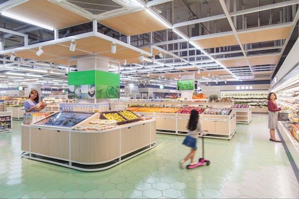 LATITUDE-market-06-fruits-area